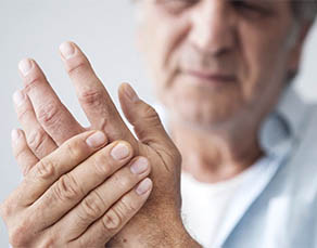 Symptoms and treatment options for arthritis in the thumb